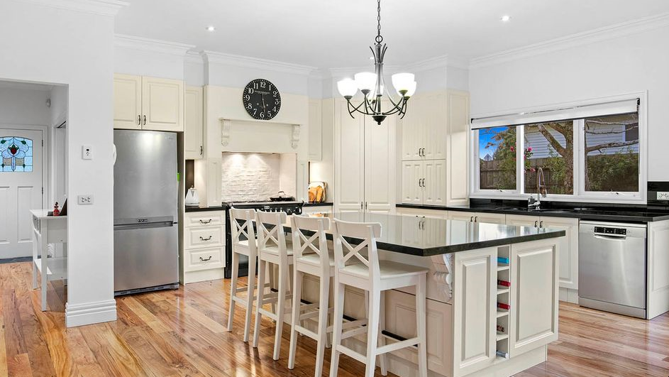 Contrasting accents colours in a kitchen remodel designed to sell , by Fix Sell Pay.